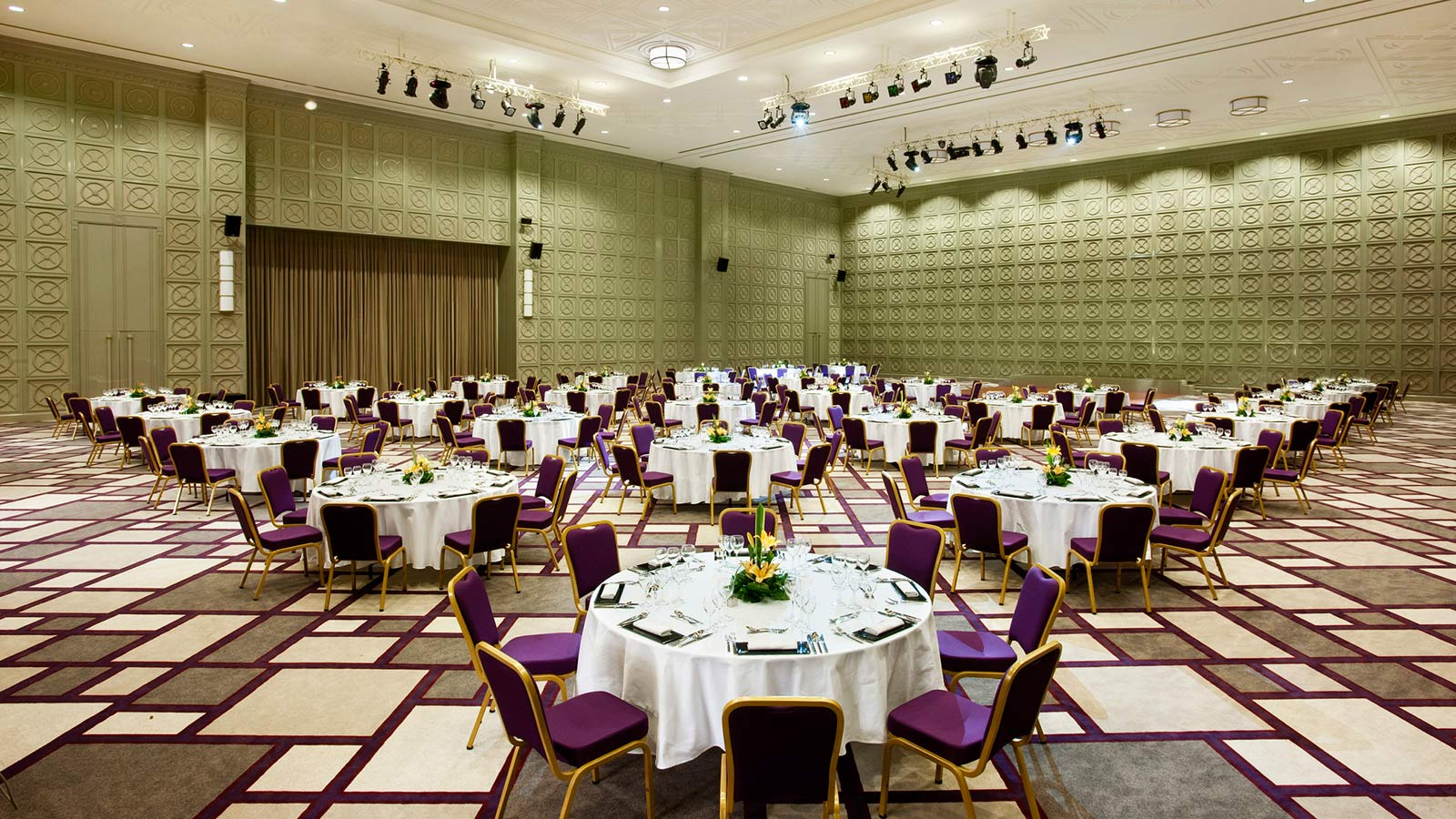 HD-Grand-Ballroom---dinner-set-up